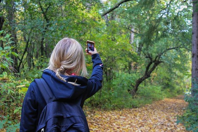 Mein Leben passt in ein Smartphone Frau-Achtsamkeit.de